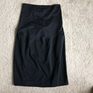 Liz Lange Skirts - Liz Lange Maternity Pencil mini skirt 🤰🏽